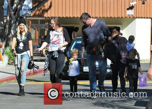 Tori Spelling, Dean Mcdermott, Hattie Margaret Mcdermott and Finn Davey Mcdermott 11