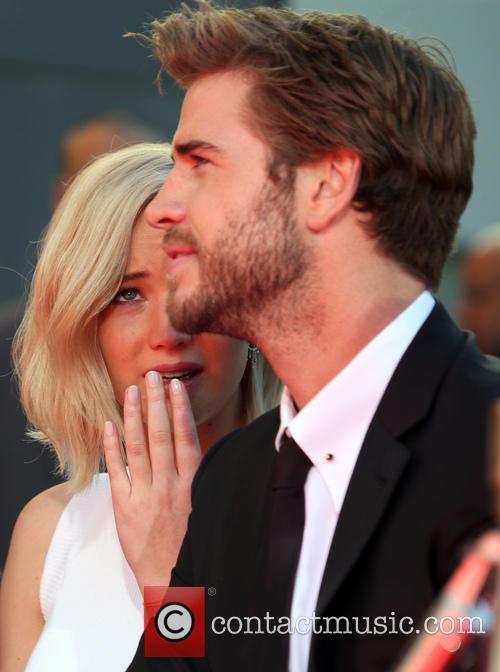 Jennifer Lawrence and Liam Hemsworth 6