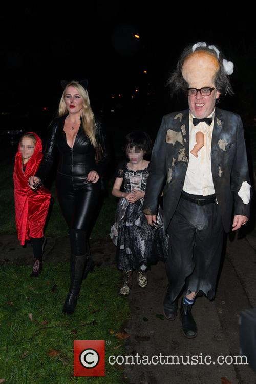 Vic Reeves, Nancy Sorrell, Elizabeth Moir and Nell Moir 2