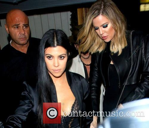 Kourtney Kardashian and Khoe Kardashian 8