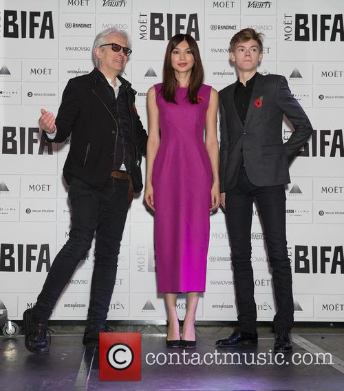 Elliot Grove, Gemma Chan and Thomas Brodie-sangster 1