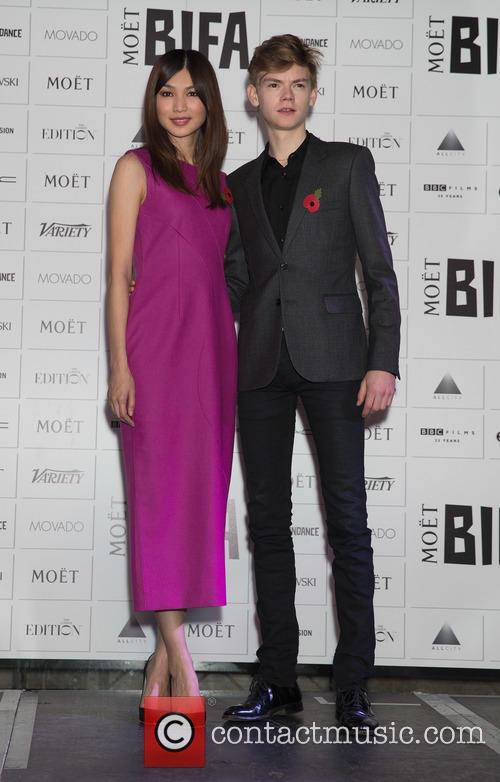 Gemma Chan and Thomas Brodie-sangster 3