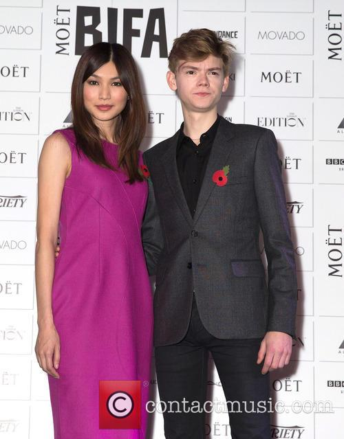 Gemma Chan and Thomas Brodie-sangster 4