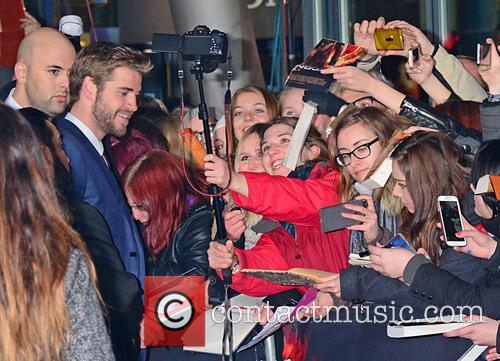 Liam Hemsworth and Fans 6