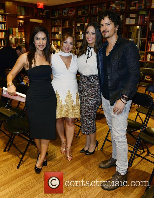 Guest, Adamari Lopez, Karla Monroig and Tommy Torres 1