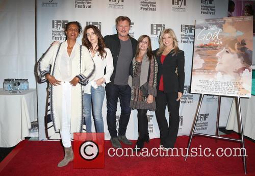 Robbi Chong, Lisa Sheridan, Greg Evigan, Linda Flannery and Donna D'errico 6