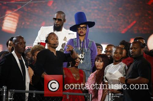 Erykah Badu and R. Kelly 3
