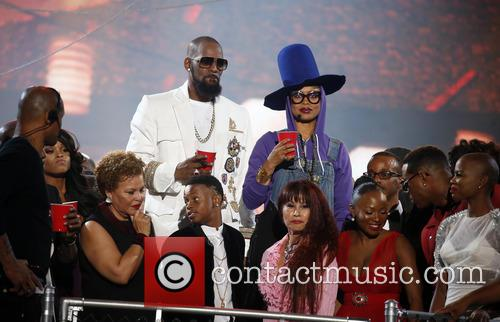 Erykah Badu and R. Kelly 7