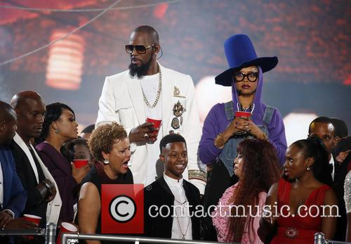 Erykah Badu and R. Kelly 10