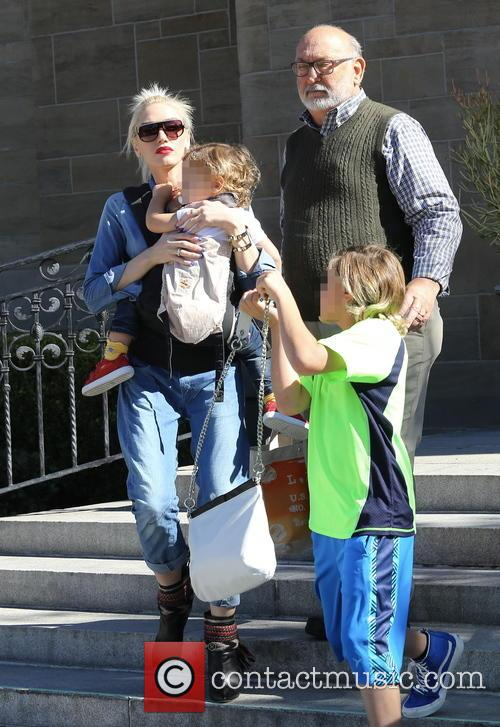 Gwen Stefani, Kingston Rossdale, Apollo Rossdale and Dennis Stefani 3