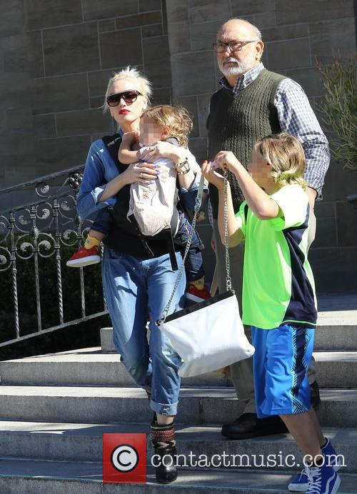 Gwen Stefani, Kingston Rossdale, Apollo Rossdale and Dennis Stefani 5