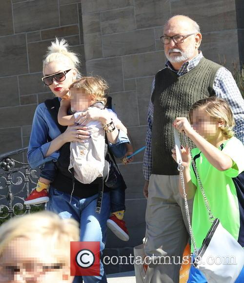 Gwen Stefani, Kingston Rossdale, Apollo Rossdale and Dennis Stefani 6
