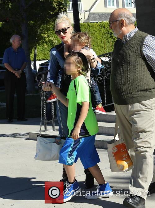 Gwen Stefani, Kingston Rossdale and Dennis Stefani 10