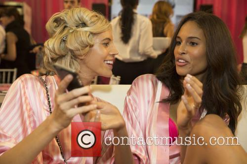 Devon Windsor and Cindy Bruna 6