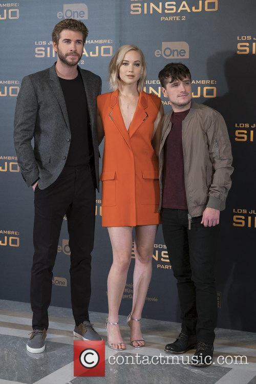 Liam Hemsworth, Jennifer Lawrence and Josh Hutcherson 7