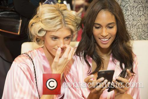 Devon Windsor and Cindy Bruna 7