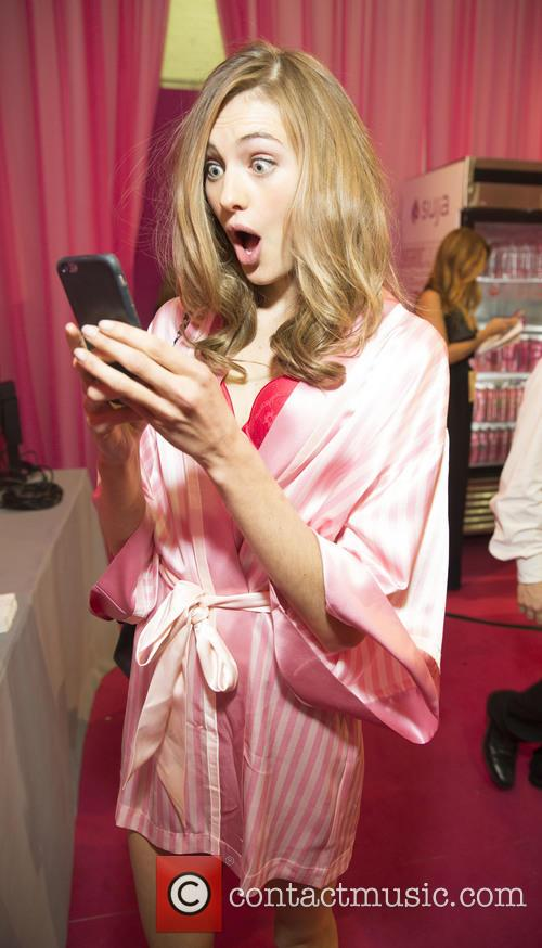Backstage At Victoria Secret Fashion Show 2015 3