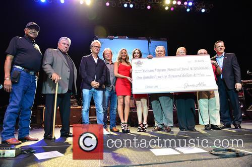 Mitchell Cyprus, Chairman James Billie, Gerry Beckley, Dewey Bunnell, Hard Rock Girls, Stephen Bowers, Elizabeth Bates Bowers, Roy Murry and Bill Wright 1