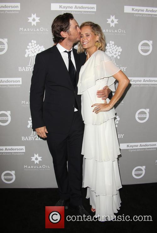 Erinn Bartlett and Oliver Hudson 10