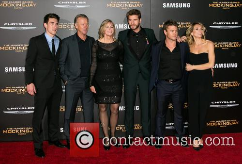 Liam Hemsworth, Luke Hemsworth and Family 2