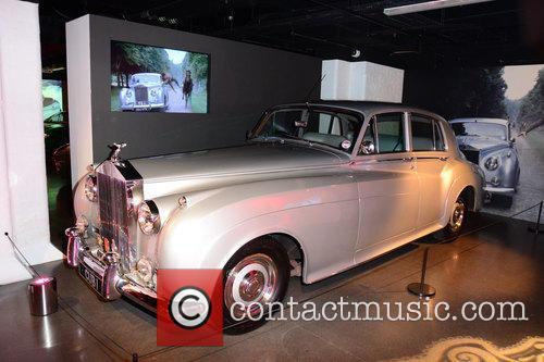 Bond and Rolls Royce 8