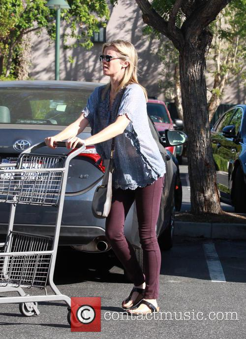 Amy Smart goes shopping at Bristol Farms in...
