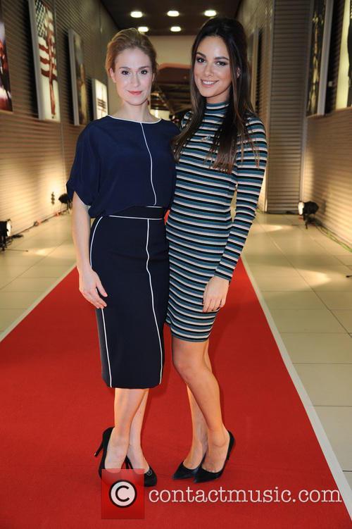 Lea Marlen Woitack and Janina Uhse 5