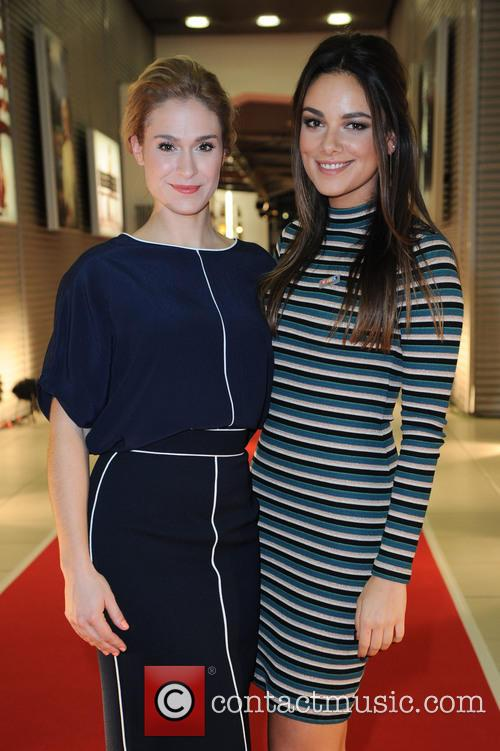 Lea Marlen Woitack and Janina Uhse 6