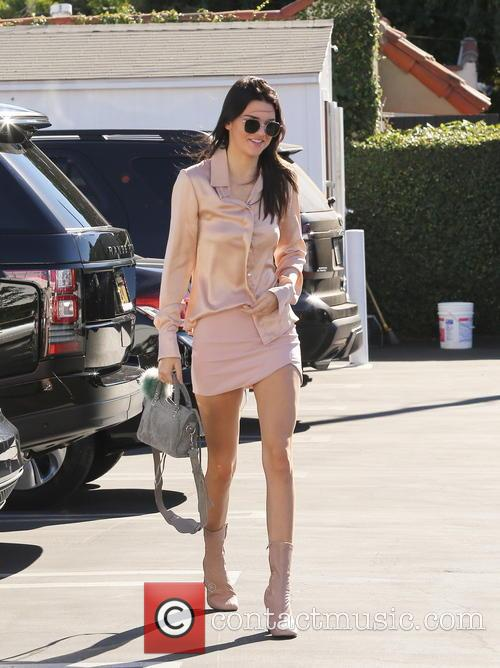 Kendall Jenner and Hailey Baldwin have lunch at...