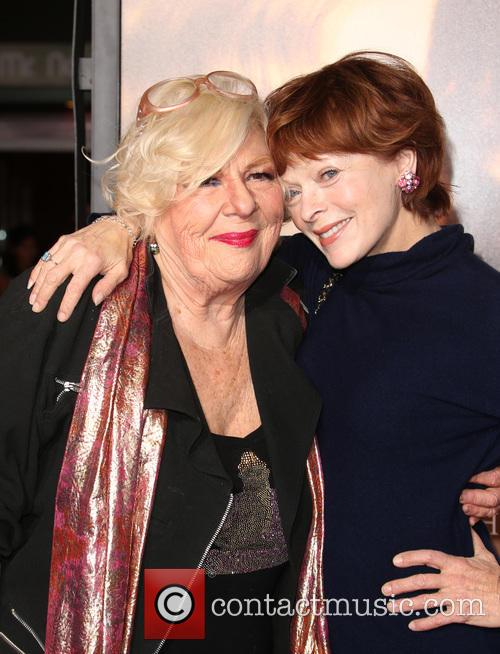 Renée Taylor and Frances Fisher 1