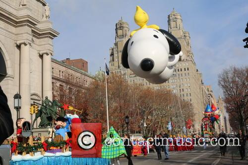 Snoopy Balloon 1