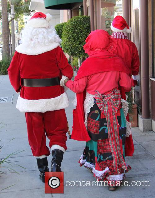 Santa Claus and Mrs Claus 4