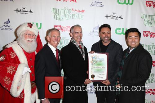 Pete Osman, Santa, Mitch O'farrell, Oscar De La Hoya and David E. Ryu 4