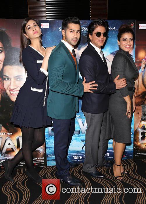 Shah Rukh Khan, Kajol, Kriti Sanon and Varun Dhawan 1