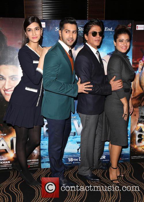 Kajol, Shah Rukh Khan, Kriti Sanon and Varun Dhawan 3
