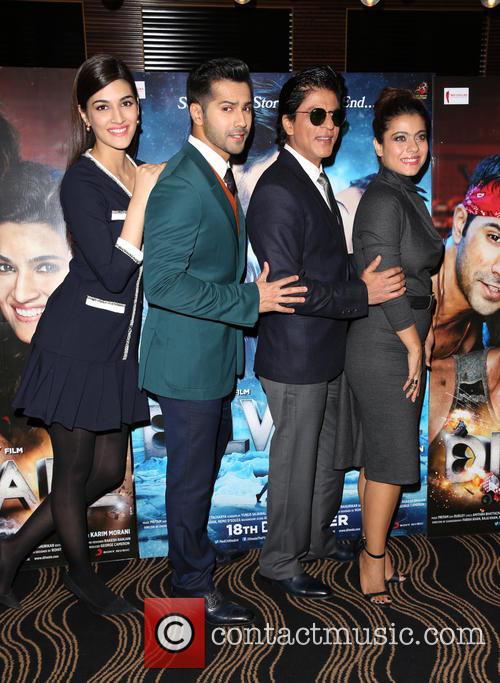 Shah Rukh Khan, Kajol, Kriti Sanon and Varun Dhawan 2