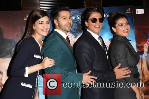 Kajol, Shah Rukh Khan, Kriti Sanon and Varun Dhawan 4