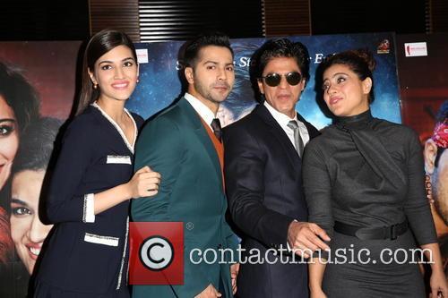 Kajol, Shah Rukh Khan, Kriti Sanon and Varun Dhawan 5