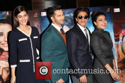 Kajol, Shah Rukh Khan, Kriti Sanon and Varun Dhawan 6