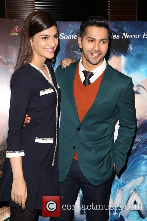 Kriti Sanon and Varun Dhawan 4
