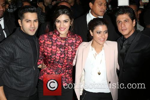 Kajol, Shah Rukh Khan, Kriti Sanon and Varun Dhawan 1