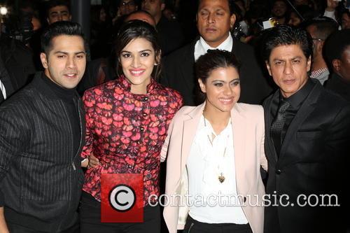 Kajol, Shah Rukh Khan, Kriti Sanon and Varun Dhawan 2