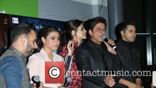 Kajol, Shah Rukh Khan, Kriti Sanon and Varun Dhawan 10