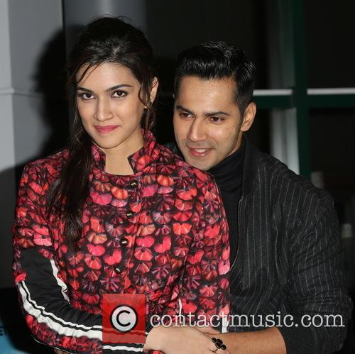 Kriti Sanon and Varun Dhawan 6
