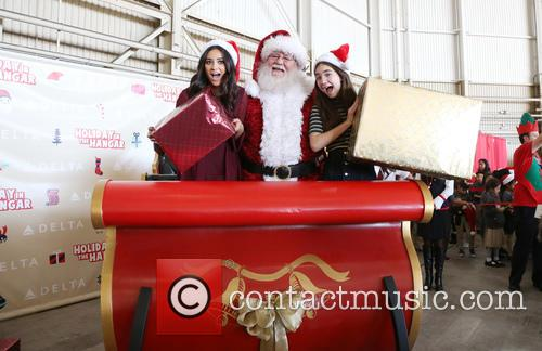 Shay Mitchell, Santa Claus and Rowan Blanchard 1