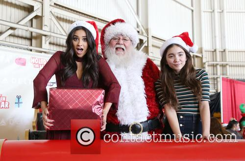 Shay Mitchell, Santa Claus and Rowan Blanchard 3
