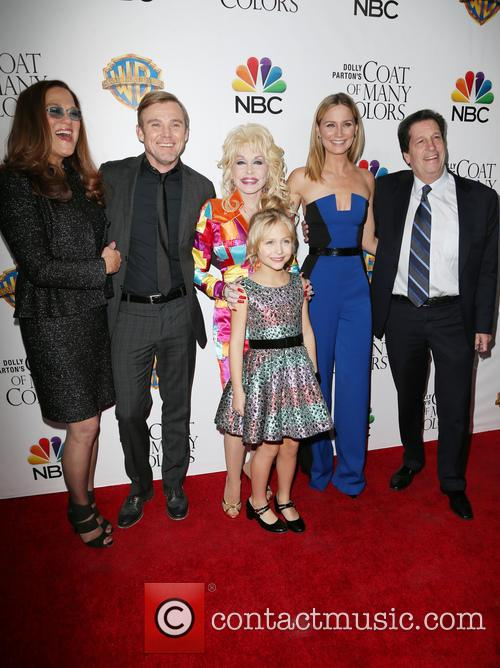 Pamela K. Lang, Ricky Schroder, Dolly Parton, Alyvia Alyn Lind and Jennifer Nettles 1