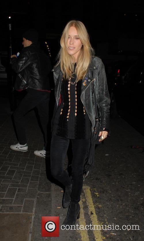 Gwen Stefani and Mary Charteris 7