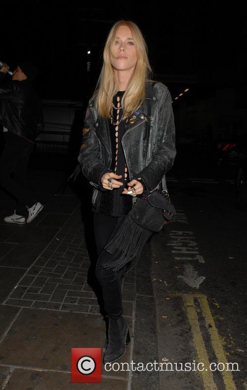 Gwen Stefani and Mary Charteris 8