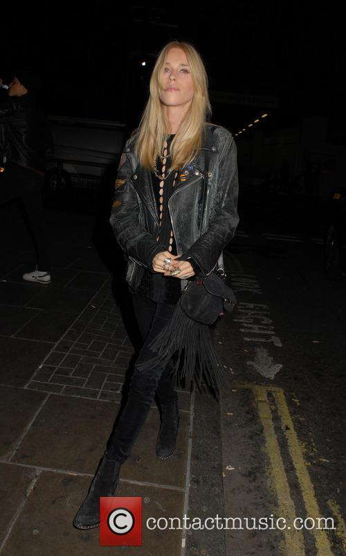 Gwen Stefani and Mary Charteris 9